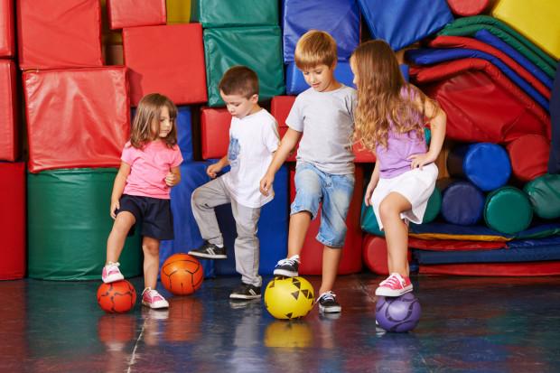 Rekrutacja obejmuje zapisy do oddziałów sportowych, mistrzostwa sportowego lub szkół podstawowych z klasami dwujęzycznymi.