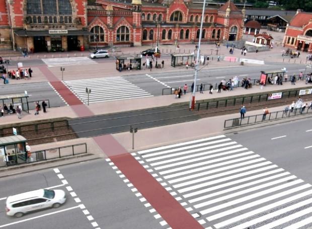 Koncepcja naziemnego przejścia dla pieszych przy dworcu zaproponowana przez Rowerową Metropolię.