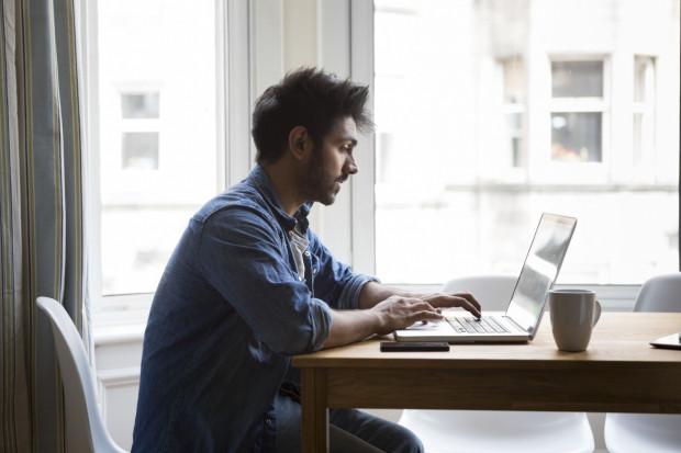 Brak jakiegokolwiek zapisu w umowie o pracę nie oznacza, że pracodawca nie może przyznać urlopu szkoleniowego.