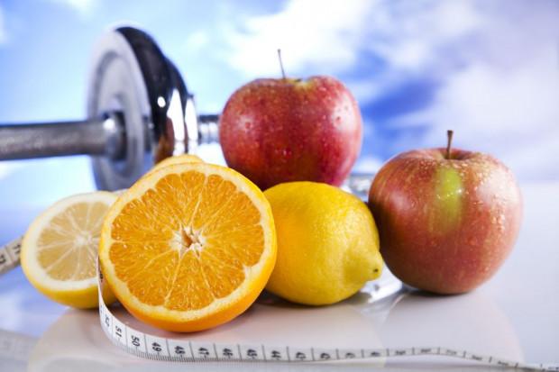Owoce warto spożywać okołotreningowo lub podczas pracy fizycznej.