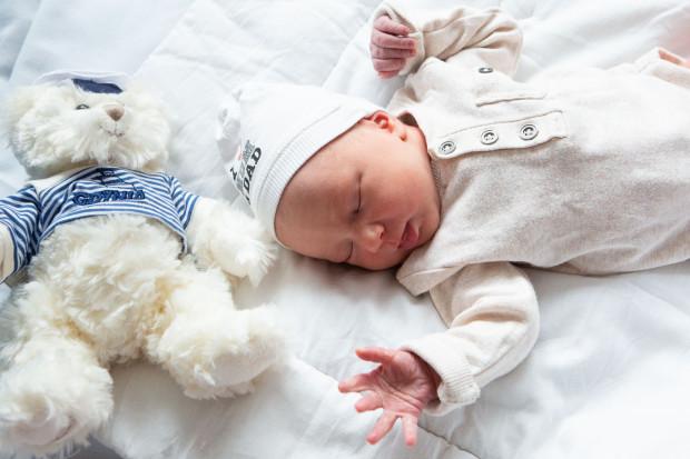 Dzieci urodzone w niedzielę otrzymały upominki od przedstawicieli miasta.