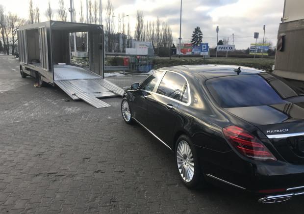 Laweta została stworzona do przewozu m.in. takich samochodów jak ten na zdjęciu, czyli Mercedes-Maybach.