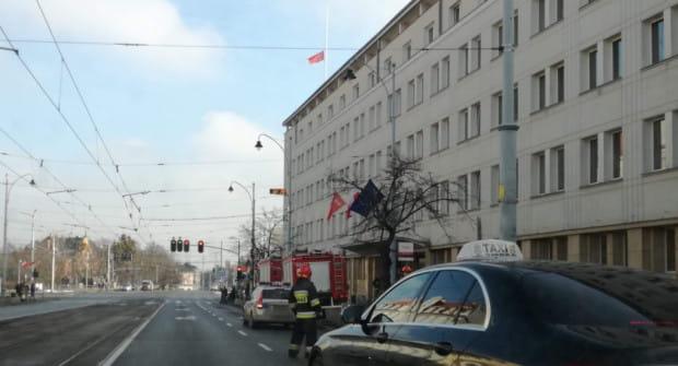 Pod koniec stycznia do urzędu przy Nowych Ogrodach dotarła przesyłka zawierająca list z pogróżkami i tajemniczy proszek. To po tym zdarzeniu, władze miasta zdecydowały się na osobistą ochronę prezydent Aleksandry Dulkiewicz.