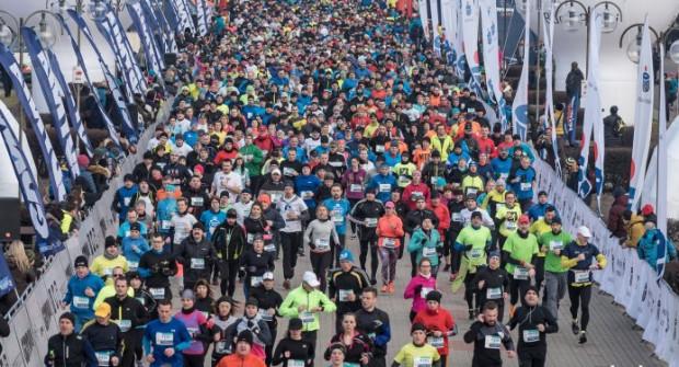 Na starcie biegu głównego ma się pojawić co najmniej 2600 biegaczy.