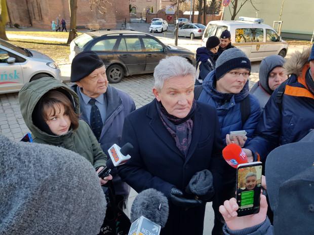 Roman Kuzimski zapowiada, że pomnik wróci na swojej miejsce, po uzyskaniu zgody od miasta.