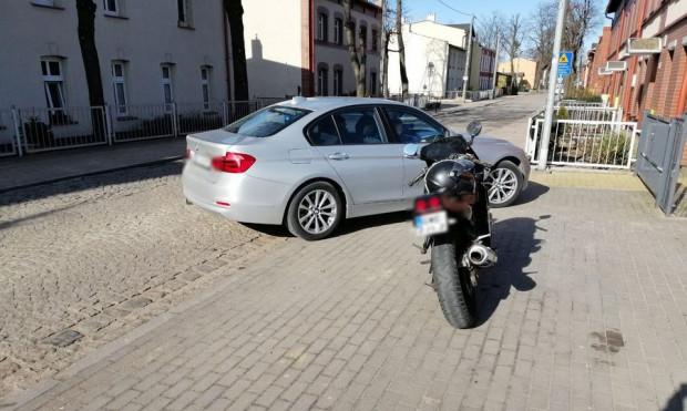 Gdy policjanci zatrzymali motocyklistę, to okazało się, że wsiadł on na motocykl mimo orzeczonego przez sąd zakazu prowadzenia pojazdów mechanicznych.