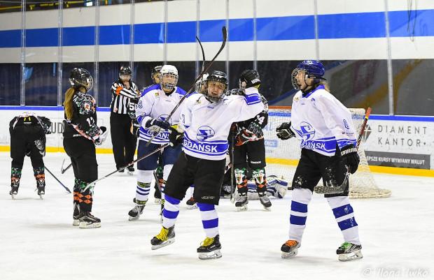 Hokeistki Stoczniowca grają w finale play-off od 2015 roku, ale z triumfu cieszyły się tylko raz. Czy tym razem powtórzą wyczyn z 2015 roku?