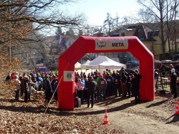 Na świetne warunki atmosferyczne trafili uczestnicy sobotniego biegu w Sopocie.