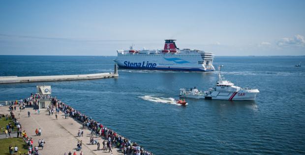 W ostatnich latach przewozy na linii Gdynia-Karlskrona stale rosną. Obecnie linia jest obsługiwana przez aż cztery promy pasażersko-frachtowe.