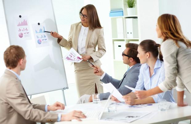 Badania pokazują, że tylko 7 proc. kobiet zMBA zgłosiło się po podwyżkę po uzyskaniu certyfikatu. Wprzypadku mężczyzn owyższe zarobki występuje aż 60 proc.