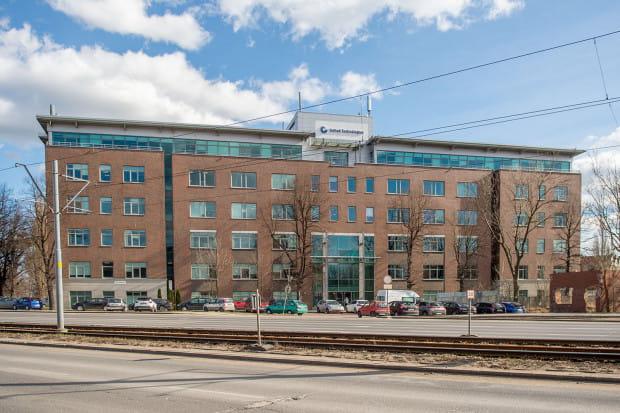 Budynek biurowy przy Sadowej 8 należy teraz do LPP. Przeprowadzony zostanie w nim remont, a pracownicy firmy wprowadzą się tam w pierwszej połowie 2020 roku.