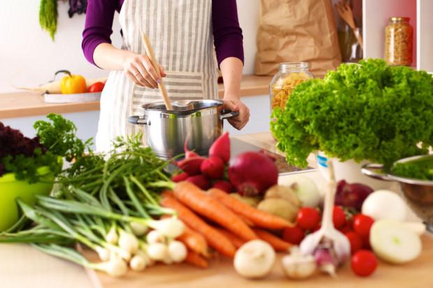 Najlepszym sposobem na odżywianie się zdrowo, bez konieczności spędzania dużej ilości czasu w kuchni jest gotowanie na zapas.