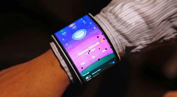 Prototyp zginanego smartfona od Lenovo. Nie wiadomo jeszcze, czy trafi na taśmę produkcyjną.