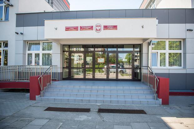W skład Zespołu Szkół Ogólnokształcących nr 7 w Gdańsku wchodzi Gimnazjum nr 3 oraz VII LO.