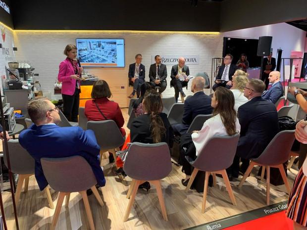 Panel dyskusyjny na stoisku Invest in Pomerania w czasie tegorocznych targów MIPIM.