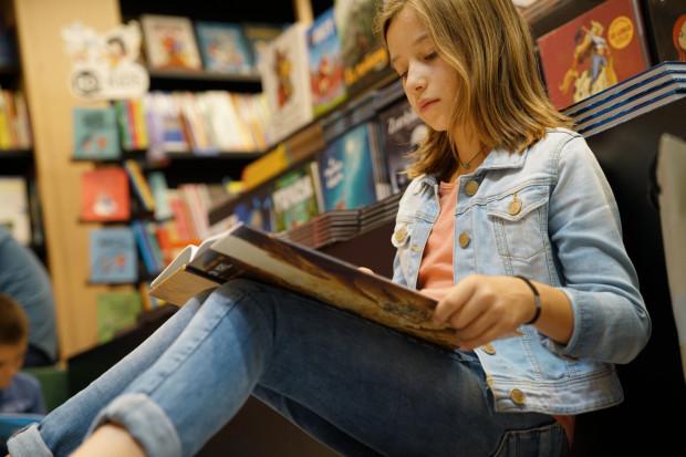 Komiks świetnie nadaje się do rozbudzenia w najmłodszych zamiłowania do czytania. Jeśli nie mamy w domu mola książkowego, to warto spróbować mu podrzucić kilka dobrych tytułów.