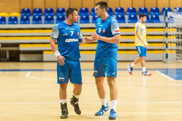 Dawid Przysiek (z lewej) i Robert Kamyszek (z prawej) rzucili Stali 14 bramek.