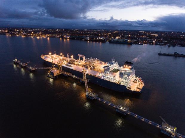 Od 2015 roku pływający terminal LNG działa w litewskim porcie Kłajpeda. To gazowiec zaadaptowany na potrzeby magazynowania i regazyfikacji gazu skroplonego, typu FSRU (Floating Storage and Regasification Unit).