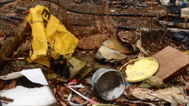 Na ten teren przywożone i znoszone są przeróżne śmieci.