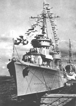 ORP Błyskawica przy Molo Południowym w Gdyni, już jako okręt muzeum.