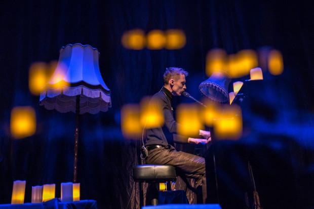 Niemal dwugodzinny koncert wypełniły w większości ważne dla Herbuta kompozycje, które znamy z płyt LemON, ale w nowej, ascetycznej aranżacji.