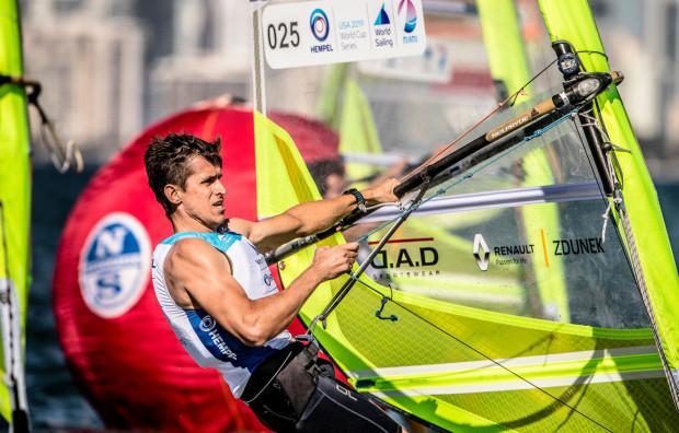 Piotr Myszka na igrzyskach olimpijskich w 2016 roku zajął 4. miejsce. W Palma de Majorca jest jednym z 19 reprezentantów Polski, którzy rozpoczynają kwalifikacje o prawo startu w regatach Tokio 2020.