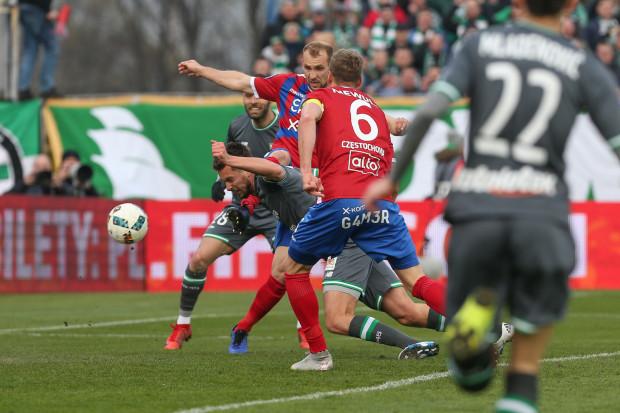 Artur Sobiech strzela gola w Częstochowie na wagę awansu Lechii Gdańsk do finału Pucharu Polski.