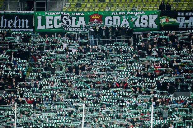 Stadion Narodowy pomieści ok. 50 tys. kibiców. 10 tys. wejściówek trafi do kibiców Lechii, a nabyć je będzie można od stowarzyszenia kibiców. 3 tys. biletów na sektor rodzinny trafi do klubu. Wejściówki w otwartej sprzedaży powoli się kończą.