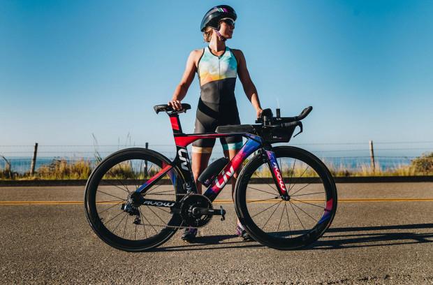 Na rynku sportowym pojawia się coraz więcej akcesoriów i gadżetów kolarskich przeznaczonych specjalnie dla kobiet.