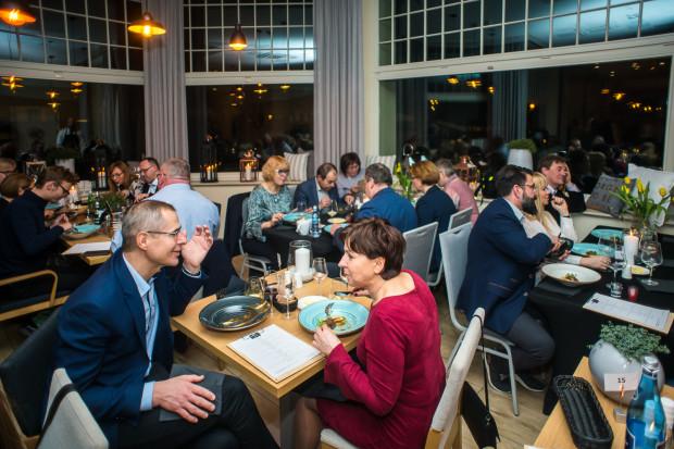 Kolacja zorganizowana została, żeby uczcić pierwszy rok działalności restauracji Nowosopocka.