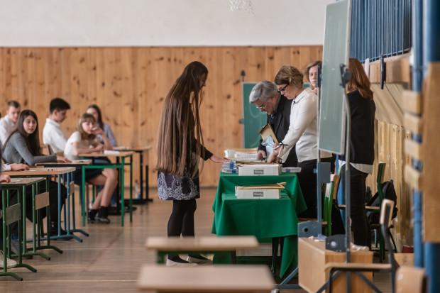 W trójmiejskich szkołach trwają egzaminy ósmoklasistów.
