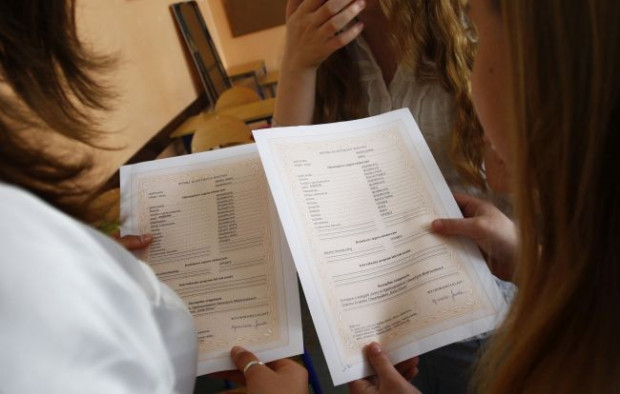 Kto wystawi oceny uczniom na świadectwach?
