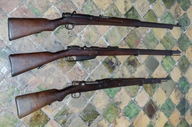 Od góry - japońska Arisaka, niemiecki Gewehr 88 oraz belgijski Mauser M1889.