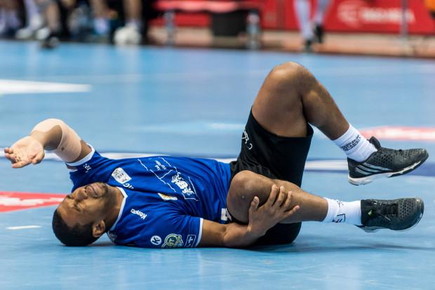 Ramon Oliveira nabawił się urazu tuż przed przerwą meczu w Kaliszu. Jeszcze przed nim kontuzji doznał inny prawy rozgrywający Kamil Adamczyk.