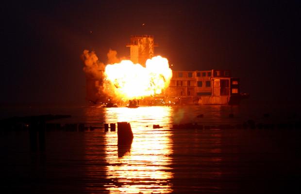 """Jedną z najbardziej spektakularnych scen w trójmiejskich odcinkach """"Kryminalnych"""" była wielka eksplozja na terenie torpedowni w Babich Dołach. To jednak tylko jedno z kilku miejsc, w których ekipa TVN kręciła serial przed ponad 10 laty."""