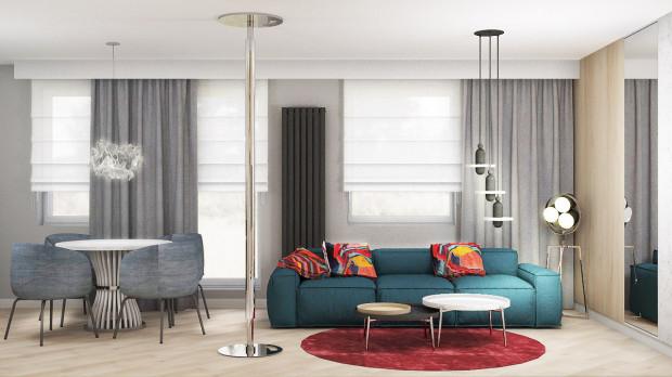 Koncepcja druga. Turkusowa kanapa i intensywne dodatki trafiają w kolorystyczne gusta właścicielki.