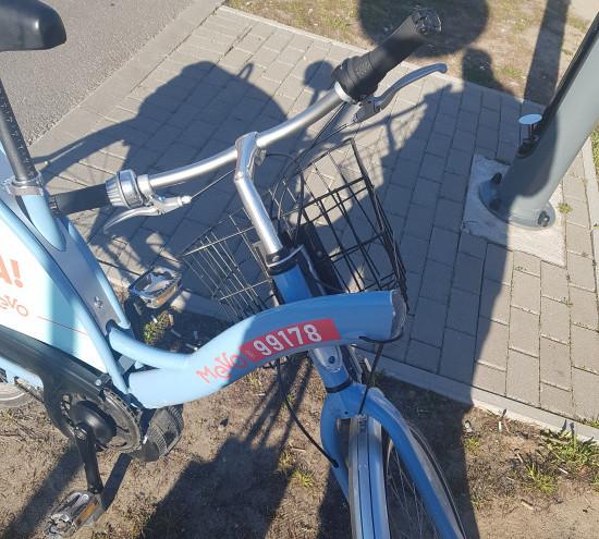 Pęknięta rama w rowerze Mevo.