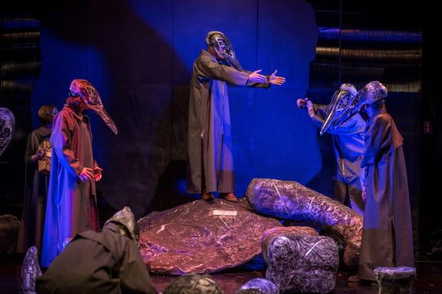 """Po raz pierwszy na Festiwalu R@Port w konkursie pojawia się spektakl Teatru Miniatura. """"Wieloryb"""" zagrany zostanie w Teatrze Miniatura dla festiwalowej publiczności 21 maja."""