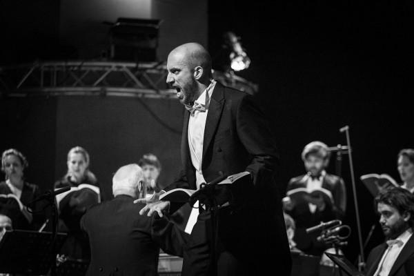 Renato Dolcini (bas/baryton), W Pasji Janowej wykonujący partię Piłata.