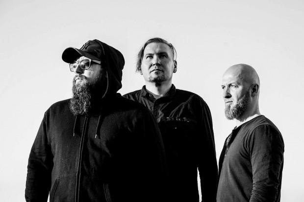 Blindead skurczyło się do tria, ale na nowym albumie wsparł ich Nihil - lider black metalowej Furii.