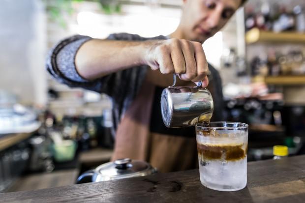 Leń specjalizuje się w kawach z rzemieślniczych palarni.