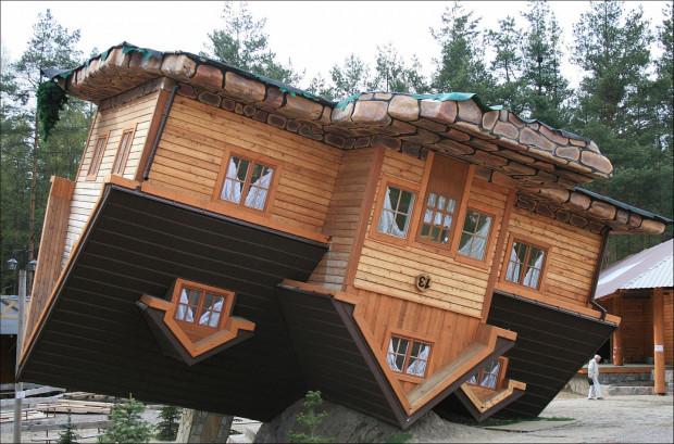 """""""Dom do góry nogami"""" to niejedyna atrakcja, która czeka na nas w Szymbarku."""