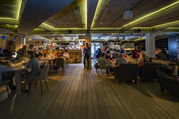 Nazwa restauracji pochodzi wprost od imienia twórcy domu towarowego. Budynek został wzniesiony w 1907 roku, a od 1909 roku był prowadzony przez zasłużonego zarówno dla Sopotu, jak i Gdańska - Waltera Edelsteina. Walter był również właścicielem firmy produkującej pocztówki, dzięki czemu sławił nasz region na całym świecie.