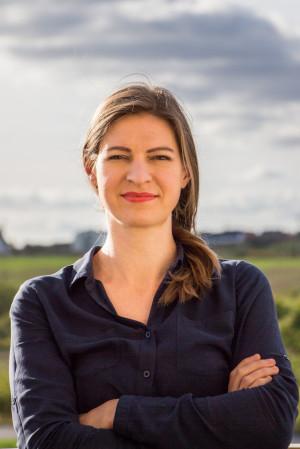 Anna Bona - skrzypaczka Polskiej Filharmonii Bałtyckiej, prezes zarządu Stowarzyszenia Amberton i właścicielka Szkoły Małych Artystów Tutti.