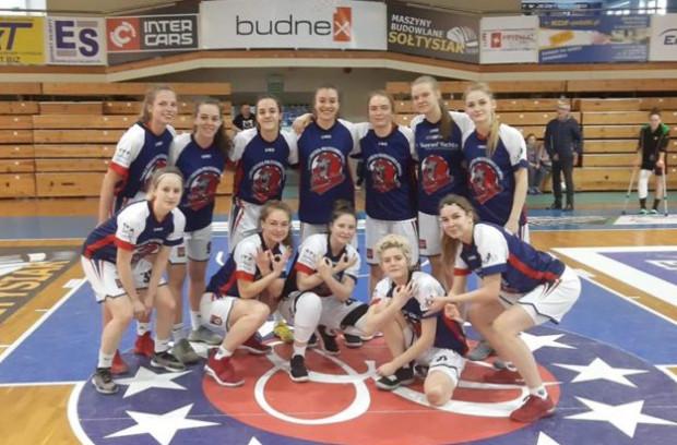 Koszykarki Politechniki Gdańskiej przegrały jeden z trzech półfinałowych meczów, a mimo to znalazły się w gronie najlepszych zespołów w kategorii U-18.