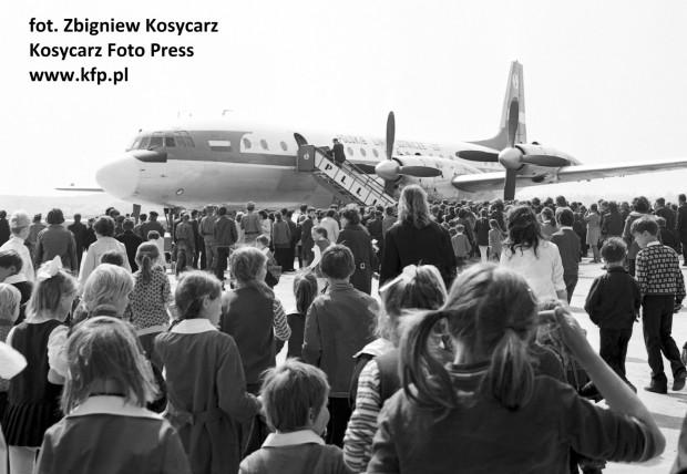 Pierwszy samolot, który kiedykolwiek wylądował na płycie lotniska w Rębiechowie, przybył z Wrocławia 1 maja 1974 roku. Oficjalne otwarcie obiektu nastąpi dzień później.