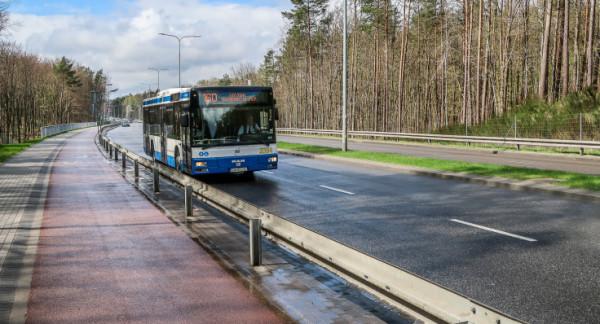 Dzięki kontrabuspasowi pasażerowie z Chwarzna i Wiczlina będą mogli jechać bez problemów rano ul. Chwarznieńską.