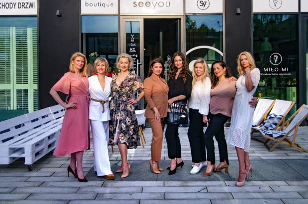 W pokazie, który odbył się w butiku Seeyou wzięło udział ponad 50 gości.  Na zdjęciu: Modelki, Aleksandra Maliszewska, Ewelina Jabłońska oraz założycielki Everyday Official: Agata Ślazyk i Anna Bojarska.