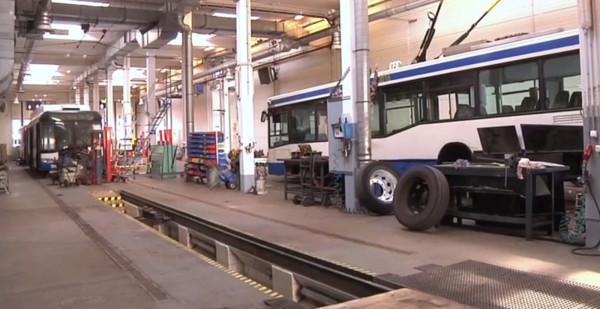 Pracownicy Przedsiębiorstwa Komunikacji Trolejbusowej zapraszają do zajezdni w niedzielę.