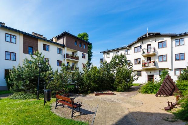 Zarówno na nowych osiedlach, jak i w starych sopockich kamienicach dużo jest mieszkań wynajmowanych turystom. Trwają prace nad uporządkowaniem rynku najmu tych lokali na doby.
